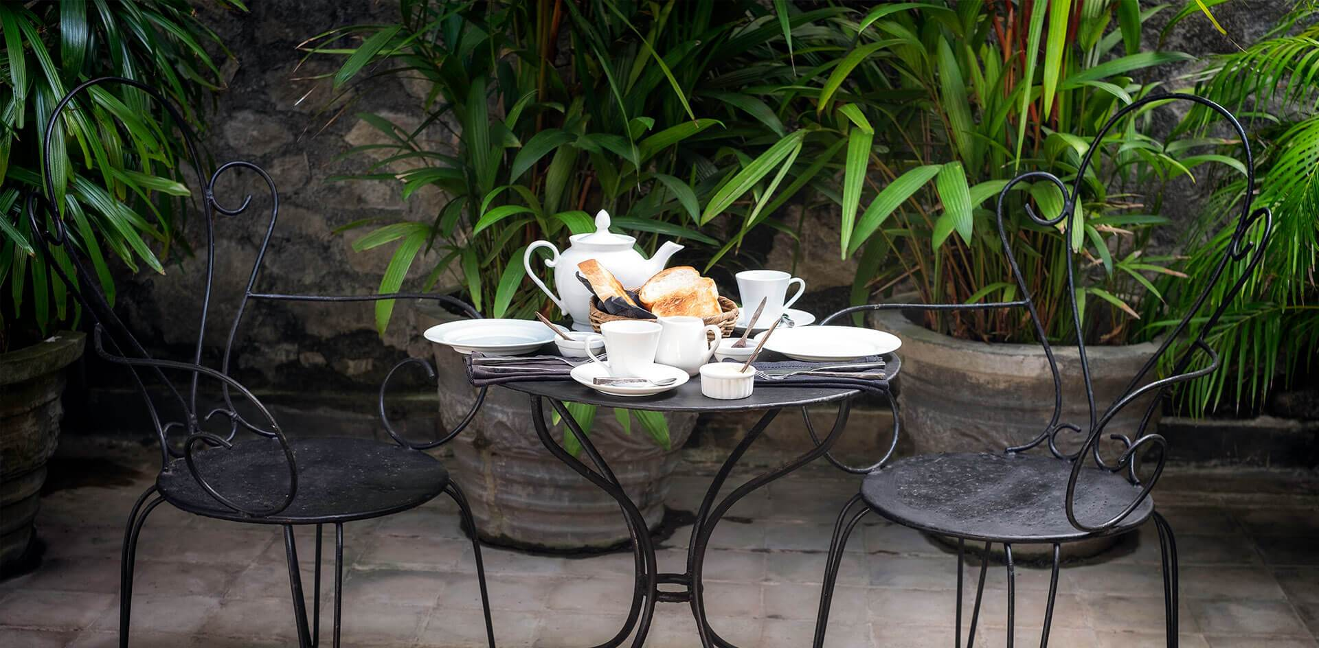 Outdoor Breakfast at Mount Lodge Colombo